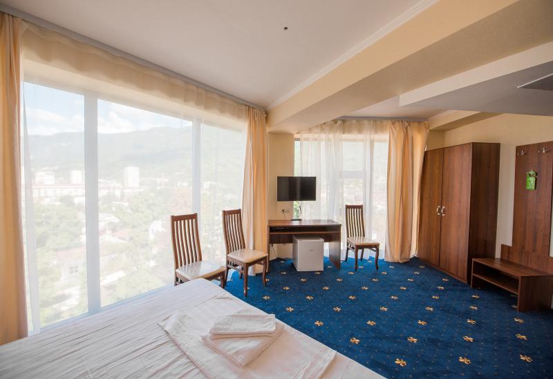 Отель Европа, Гагра. Комфорт 2-местный 1-комнатный с панорамными окнами, без балкона